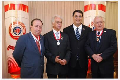 Amagis outorga medalha Guido de Andrade