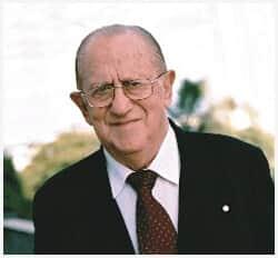Falece o professor, jurista e escritor Leon Frejda Szklarowsky