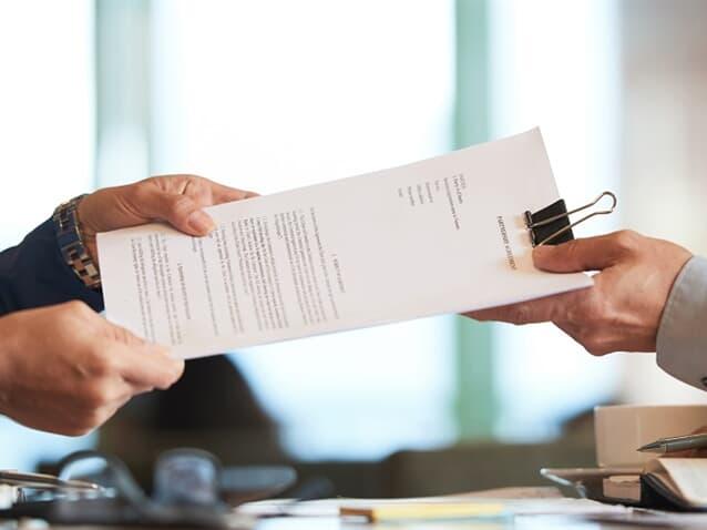 Banco indenizará consumidora por recusa na apresentação de documentos