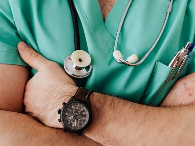 Estado responde subsidiariamente por médico privado que atuou em UPA