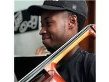 Polícia do RJ deve retirar foto de músico negro do livro de suspeitos