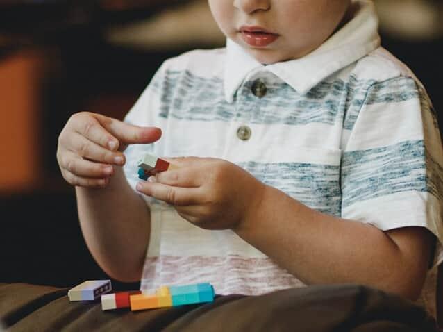 Juíza manda plano de saúde fornecer tratamento a criança autista