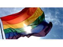 Ativistas e organizações pressionam Senado a votar lei anti-homofobia