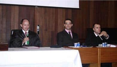 Recepção de calouros de direito da USP simula júri do caso Isabella