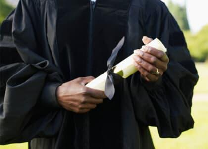 Universidade não pode cobrar taxa por emissão de diploma