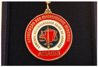Amagis homenageia autoridades com a Comenda desembargador Guido de Andrade