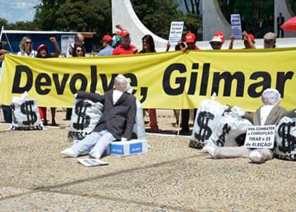 Protesto no STF pede fim do julgamento sobre financiamento de campanhas
