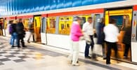 Superlotação em metrô gera indenização a passageira