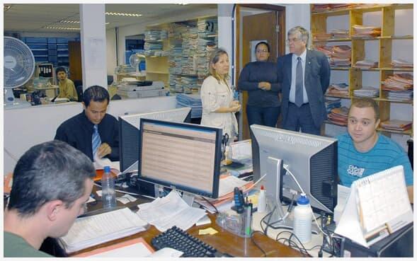 Presidente do TJ/PR conversa com juízas no Fórum de Almirante Tamandaré