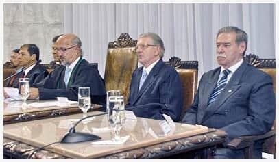 Presidente Celso Rotoli de Macedo participa da posse do novo presidente do TCE/PR