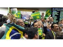 Comissão da Câmara aprova autorização para processo de impeachment de Dilma