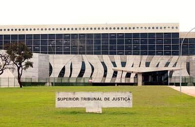 O Superior Tribunal de Justiça, o transporte público e a reparação dos danos nas relações de consumo