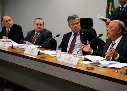 Miguel Reale Júnior e relator do novo CP travam debate no Senado