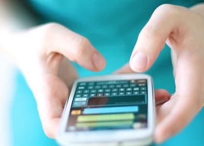 Moradora indenizará síndica por ofensas em grupo de WhatsApp