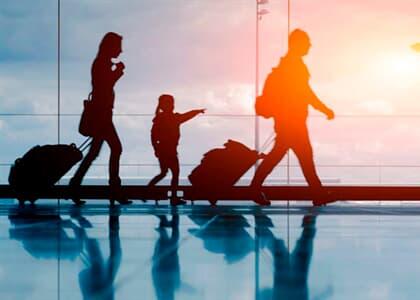 Cia aérea indenizará passageiros que não conseguiram retornar de viagem com criança de colo