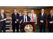 Lançado livro de Direito Tributário em homenagem ao ministro Ayres Britto