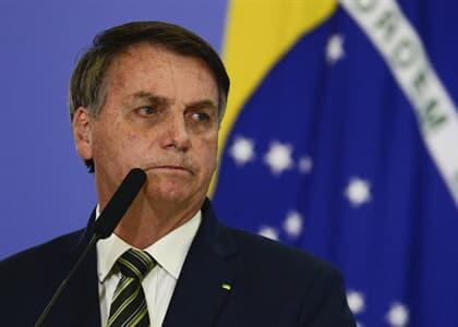 Bolsonaro suspende pagamento de estudantes ao Fies durante pandemia