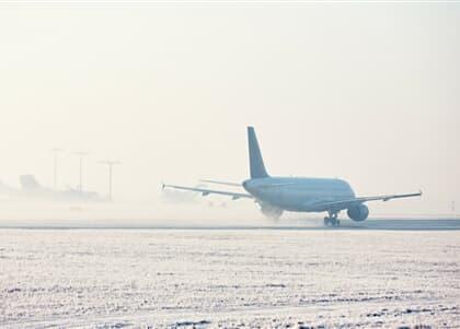Cancelamento de voo por nevasca é caso fortuito interno e gera dever de indenizar
