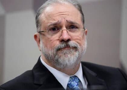 """Aras manifesta """"desconforto"""" com fala de Bolsonaro de que pode indicá-lo ao STF"""