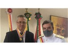 Fábio Medina Osório recebe medalha das mãos do presidente do STM