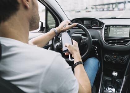PL propõe suspensão de CNH de motorista que divulgar infração em rede social