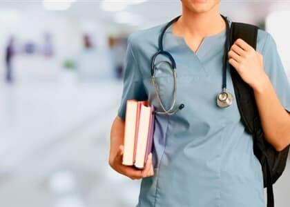 Alunos de medicina impedidos de ter aulas práticas pagarão 50% da mensalidade
