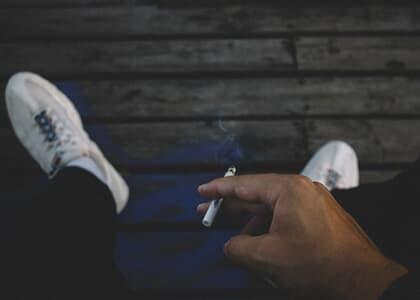 TJ/MG absolve mãe que deu cigarro a filho viciado em drogas ilícitas
