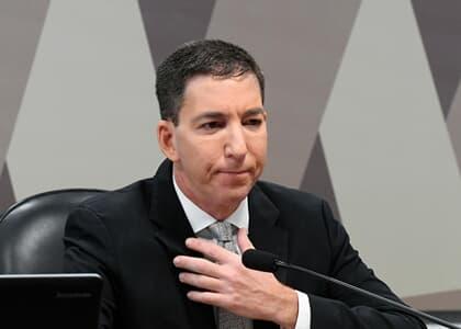 Juiz rejeita denúncia contra Glenn ao considerar liminar de Gilmar de proteção ao jornalista