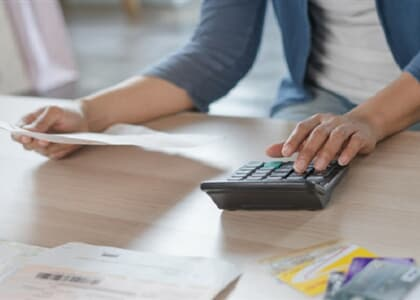 Banco indenizará consumidora por cobrança indevida da fatura do cartão de crédito