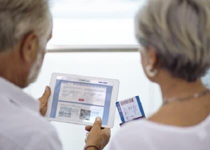 Agência deve remarcar passagens de idosos a Lisboa sem custo adicional