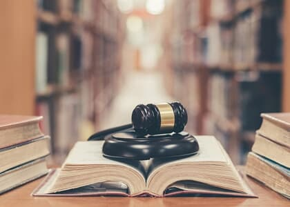 Suspensa autorização para advogar dada a bacharel aprovado na 1ª fase do exame da OAB