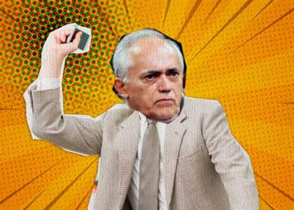 Ministro do TCU se irrita com celular e joga aparelho longe