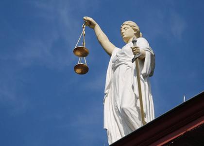 Réu preso poderá usar trajes comuns em julgamento no Tribunal do Júri
