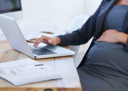 OAB/DF concede desconto de 50% na anuidade para mães advogadas no ano do parto ou adoção