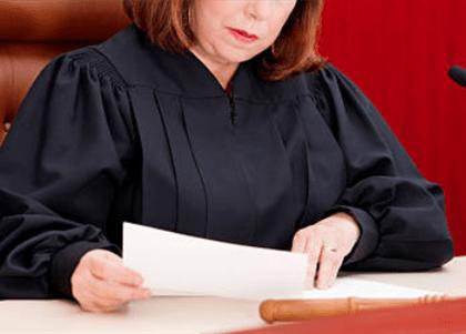 Mulheres são menos promovidas na magistratura do que homens, revela estudo