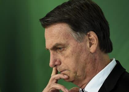 Bolsonaro se vê politicamente isolado; números do Brasil preocupam