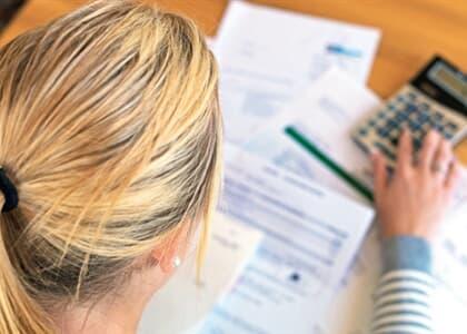 Embratel indenizará cliente em R$ 15 mil após cobrança indevida