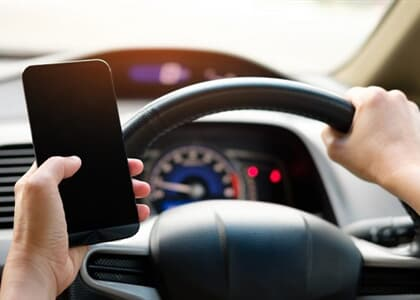 Confirmada justa causa de caminhoneiro que usou celular enquanto dirigia