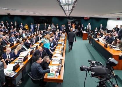 CCJ da Câmara aprova proposta que tira crimes comuns da Justiça Eleitoral