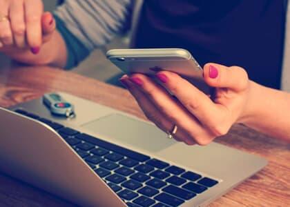 Empresa de telefonia deverá ressarcir consumidora por cobrança indevida