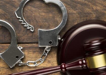 Condenado por homicídios tem pena reduzida mas punibilidade é extinta por prescrição